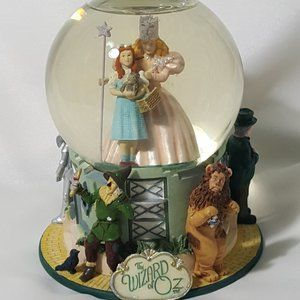 The Wizard of Oz Snow Globe